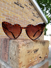 Load image into Gallery viewer, CatEye Corazon Sunglasses