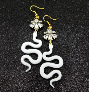 Mala Fina Snake Earrings (white)