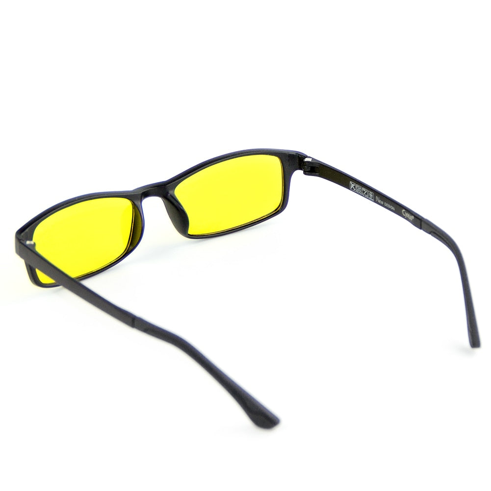 Certified Blue Light Filter glasses are a necessary tool for gamers and in the workplace. The computer glasses protect the eyes from harmful rays and light during long-term use.