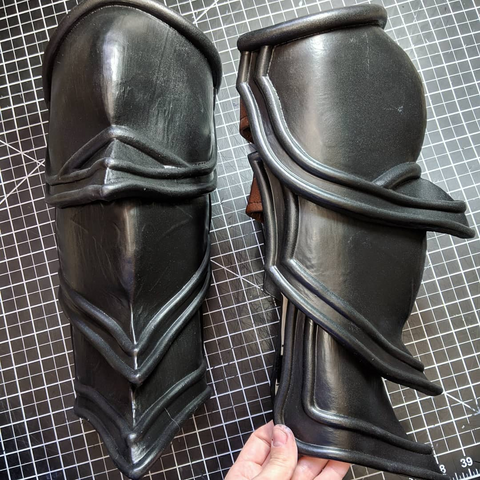 Diablo 3 Demon Hunter leg armor