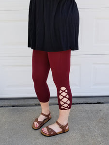 Lattice detail seamless capri leggings in dark burgundy