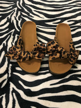 Load image into Gallery viewer, Leopard Bow Sandals