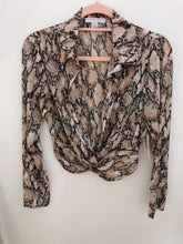 Load image into Gallery viewer, Snake print Cropped Blouse