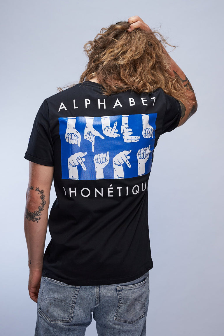 man wearing black Alphabet Phonétique stay gold t-shirt from the SIERRA18 collection back view