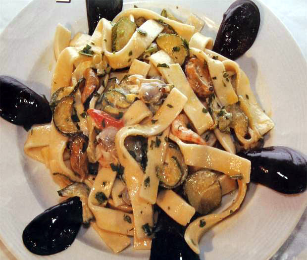 Tagliatelle con funghi with seafood and zucchine