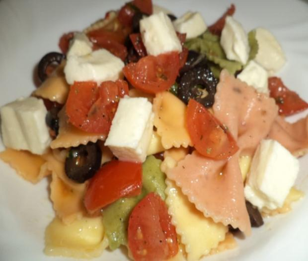 Farfalle Vegetali with tomatoes, olive and buffalo mozzarella