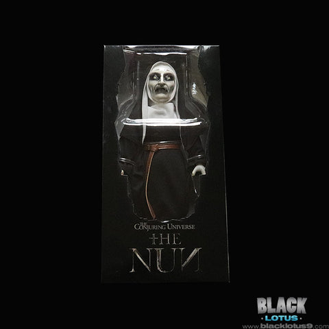 Mezco Toyz Designer Series (MDS) - The Conjuring Universe - The Nun (18-Inch)