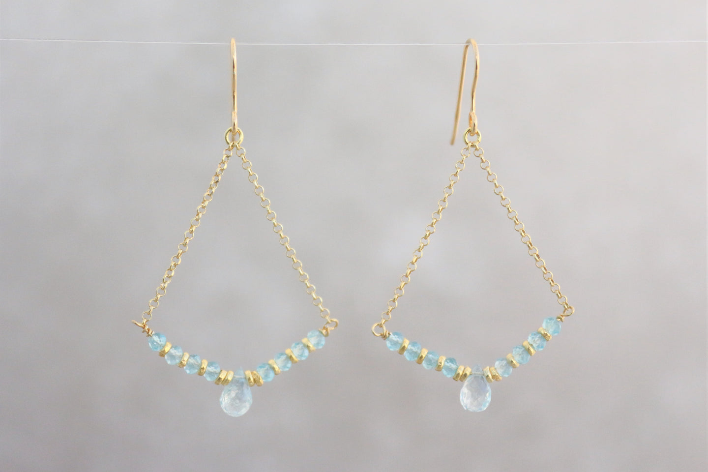 Aquamarine_dangle_earrings_gold