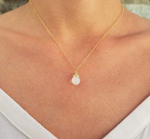 Load image into Gallery viewer, Moonstone_crystal_pendant_necklace_for_women