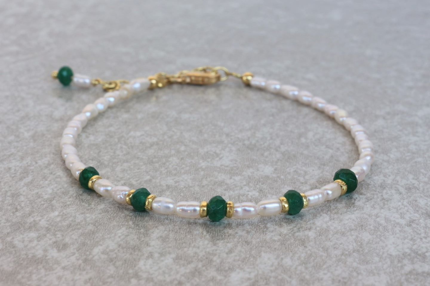 Pearl_beaded_bracelet_for_women_green