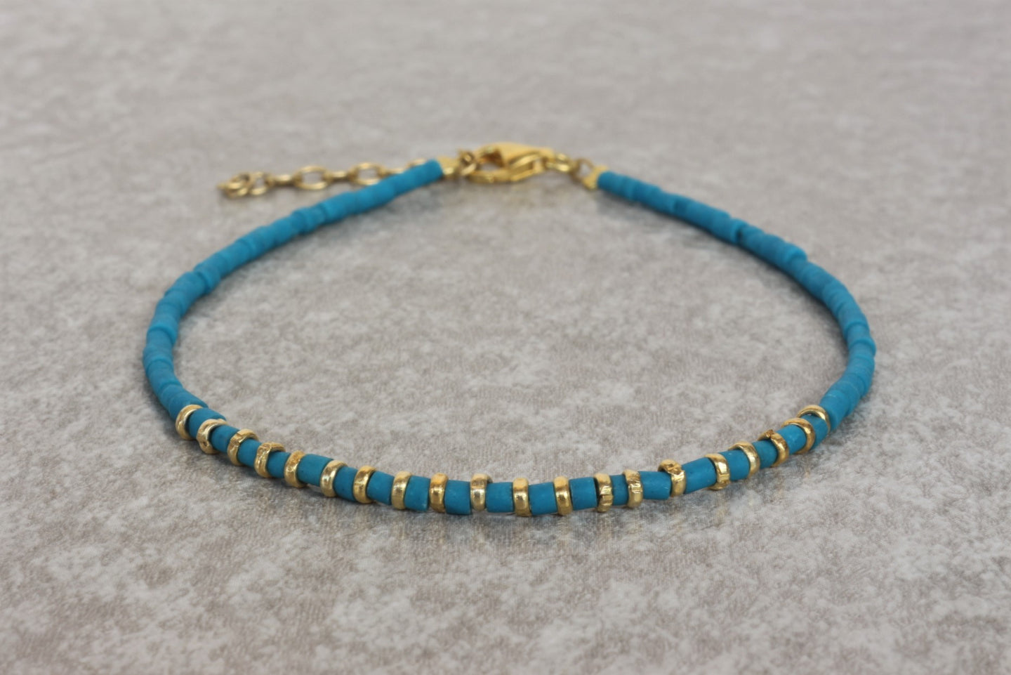 Turquoise_beaded_bracelet_for_women_gold