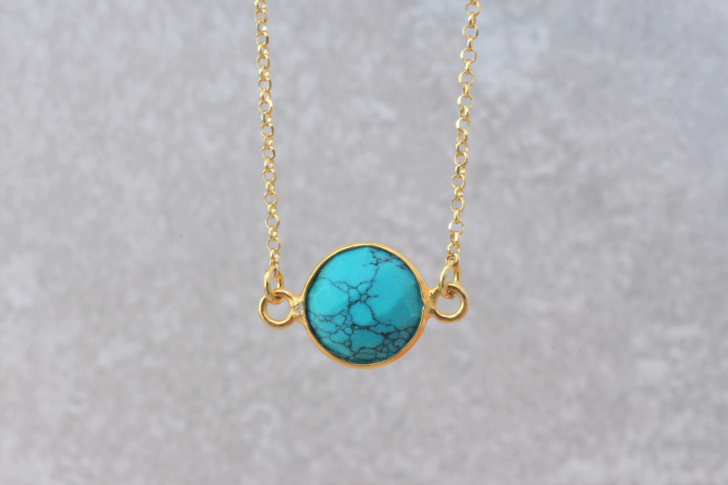 Turquoise_pendant_chain_necklace_for_women