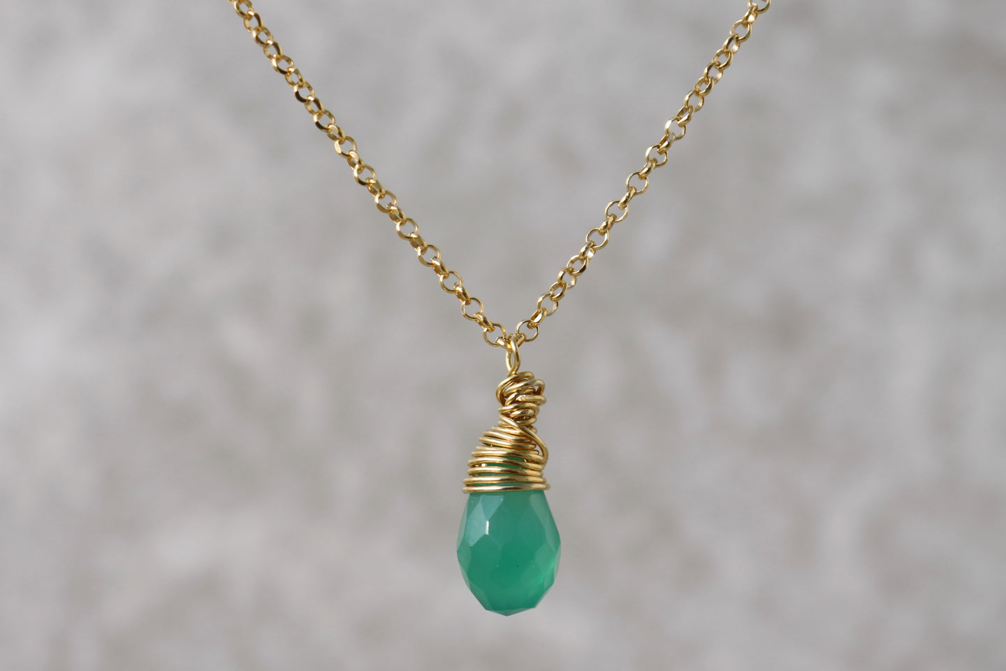 green_onyx_crystal_drop_pendant_for_women