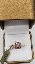 Load image into Gallery viewer, 14K Rose Gold Morganite and Diamond Ring