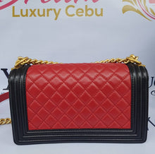Load image into Gallery viewer, Authentic Chanel le boy bicolor red / black.