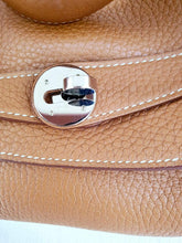 Load image into Gallery viewer, Authentic Preloved Hermes lindy 34 consignment