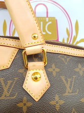 Load image into Gallery viewer, Authentic Louis Vuitton second hand