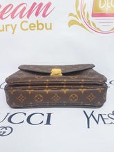 Load image into Gallery viewer, Authentic Louis Vuitton Metis monogram canvas terms and layaway