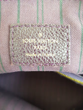 Load image into Gallery viewer, Authentic Louis Vuitton Lumineuse pm price
