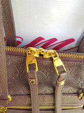 Load image into Gallery viewer, Authentic Louis Vuitton Lumineuse pm pawn online