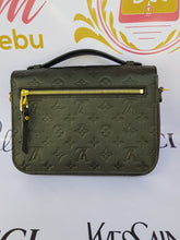 Load image into Gallery viewer, Louis Vuitton buy in facebook
