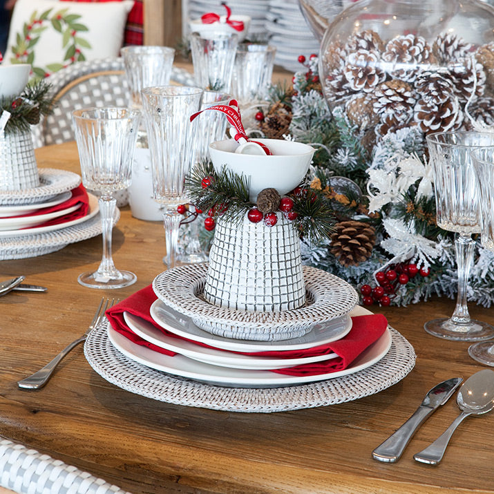 Red and white Christmas table.