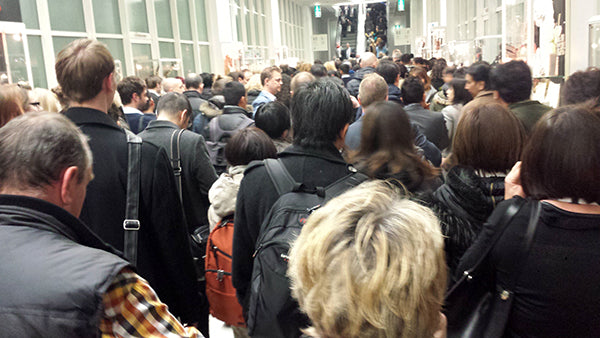 A large que to get into the tradfair.