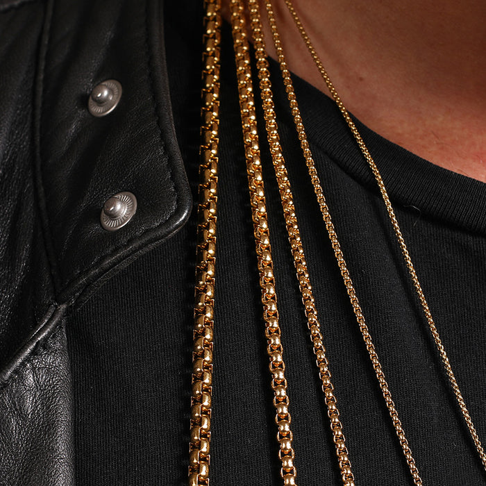 Difference between necklace chain thickness.