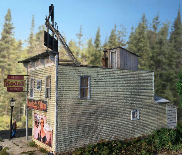 Lamont Photo & Film - HO Scale Kit
