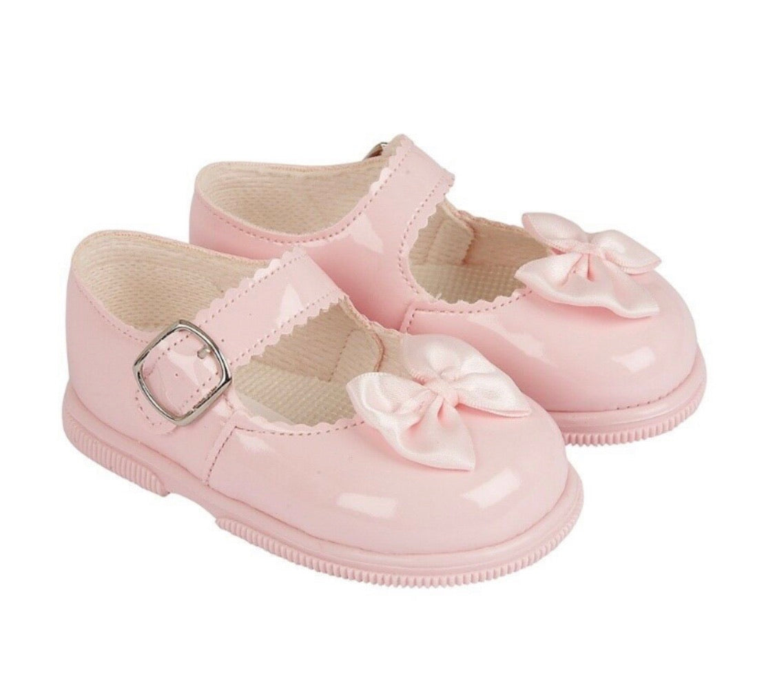 baypod girls pink hardsole shoes with bow