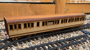 1:32 Scale SECR 7 Compartment Lavatory Composite Coach