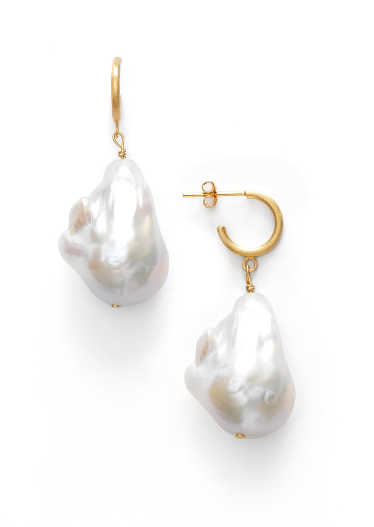 Anni Lu - Baroque pearl hoop earrings