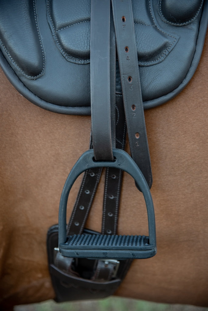 ST-SD/011 Black Leather Treeless Saddle