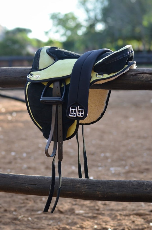 ST-SD/018 Green & Black Suede Leather Endurance Treeless Saddle