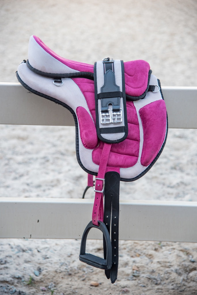 ST-SD/005 Pink & White Synthetic Treeless Saddle