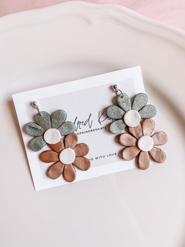 ★KINDRED KATE Crazy Daisy Earrings★