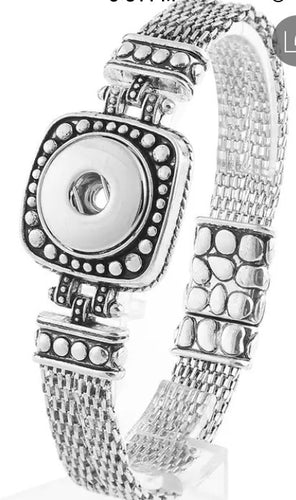 Snap Jewelry Magnetic Closure Bracelet. Comes with a free snap of your choice.