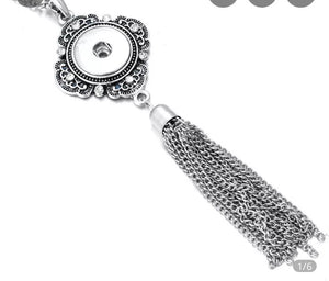 Snap Jewelry Tassel Necklace. Comes with a free snap of your choice.