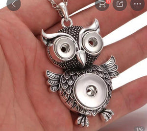 Three Snap Owl Necklace. Comes with free snaps of your choice.