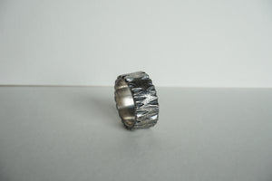 Sturdy sterling silver thick band with ridge texture size 6.5