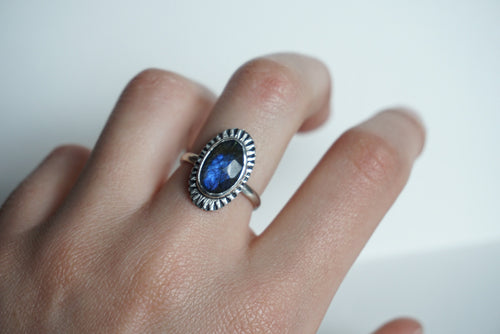 Faceted purple/blue oval labradorite silver ring size 8
