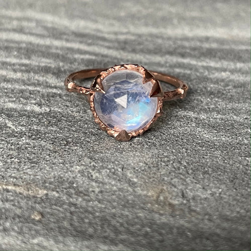Mystical Solitaire Rose Gold with Round Moonstone