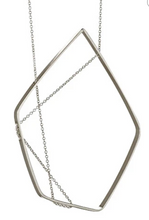 Load image into Gallery viewer, Forme necklace in silver