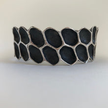 Load image into Gallery viewer, Honeycomb cuff