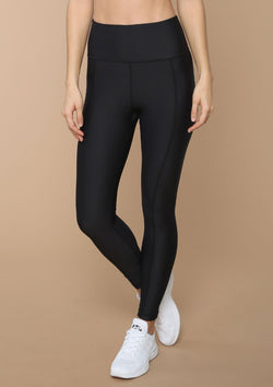Elongating front and back seam details take this legging up a notch. Shop Blank Label Active