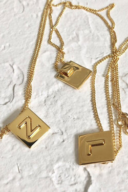 FINE LETTER NECKLACE - GOLD