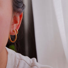 Load image into Gallery viewer, Femme Plain Hoops