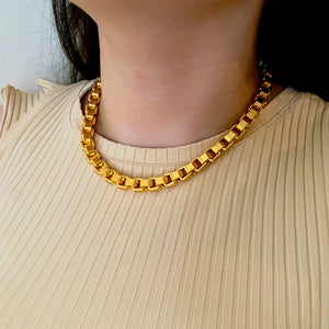 Bossy Necklace
