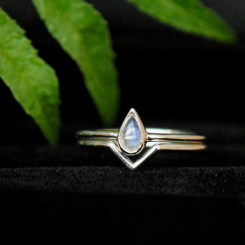 Pear Moonstone ring with Gold V Band set (LR462)