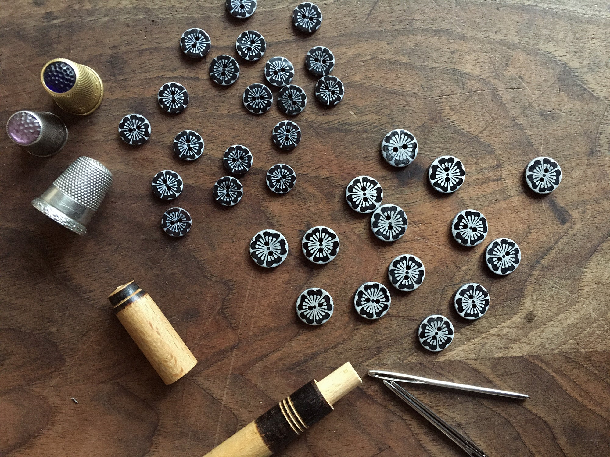 Mother of pearl buttons, 2 hole
